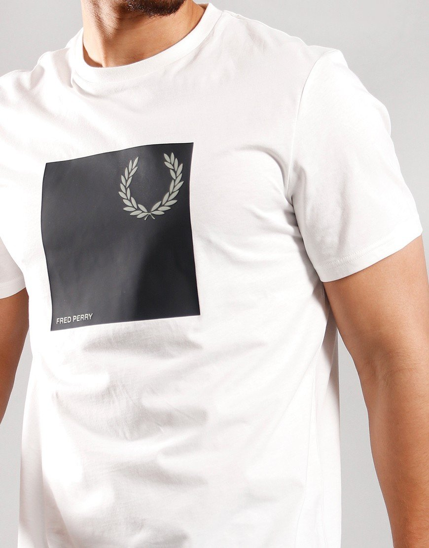 Fred Perry Wreath Graphic T-Shirt Snow White