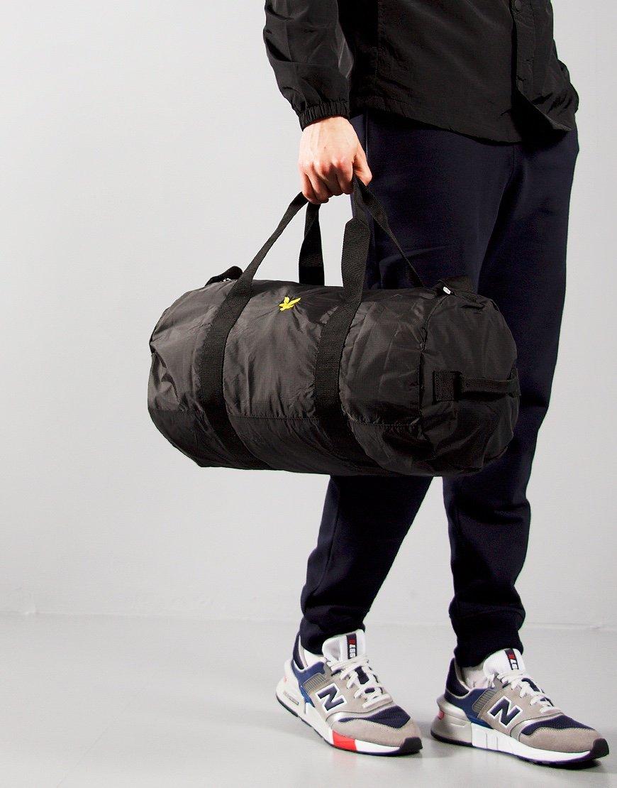 Lyle & Scott Lightweight Barrel Bag True Black
